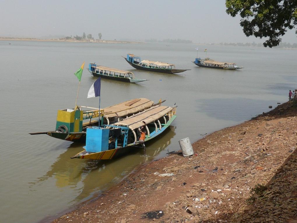 Pinazas en el impresionante río Níger